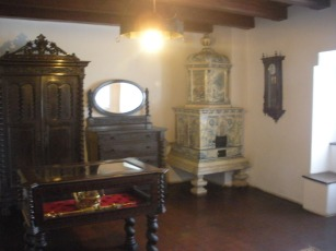 armoire-fireplace-bran-castle